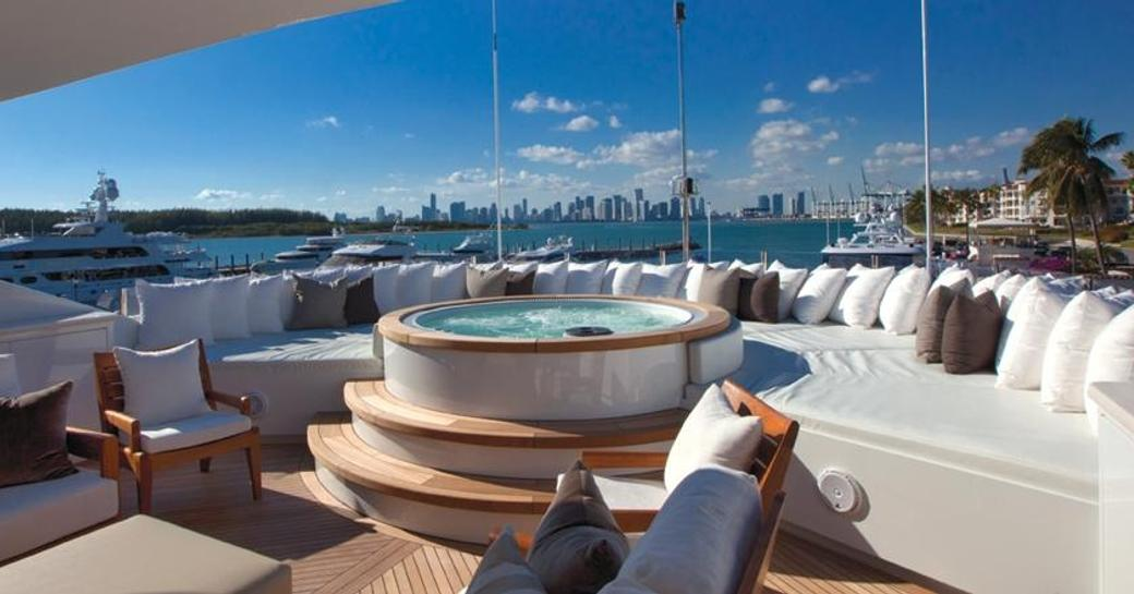 superyacht COCKTAILS available for christmas or new year's charter in the Bahamas