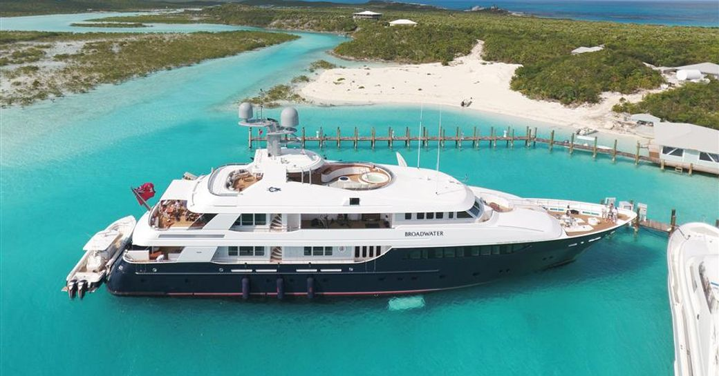 Side profile of Feadship superyacht Picnic