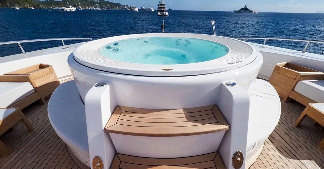 motor yacht bon vivant jacuzzi