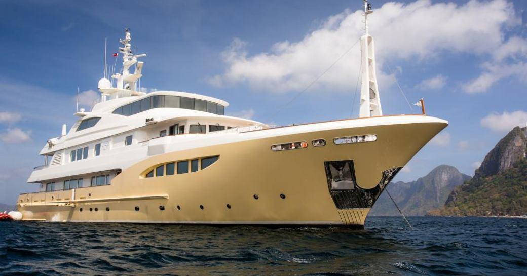 Luxury charter yacht JADE 959