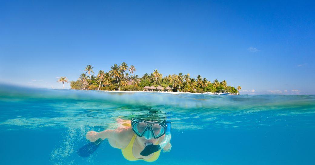 Snorkeller in Bora Bora lagoon