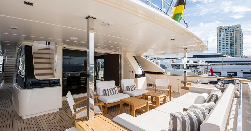 motor yacht gioia lounging area
