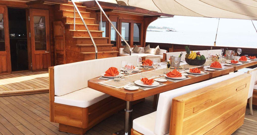 Alfresco dining on superyacht LAMIMA