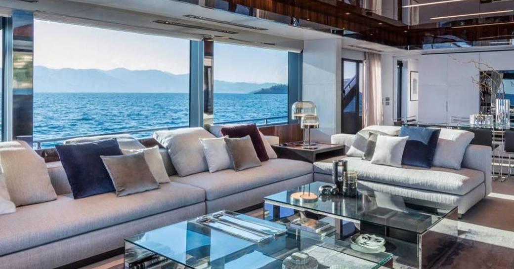 Motor yacht Figurati main salon