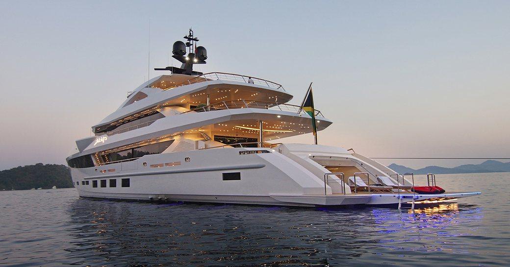 baba's yacht beach club and lights