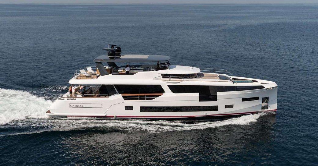sirena 88 yacht underway in the mediterranean