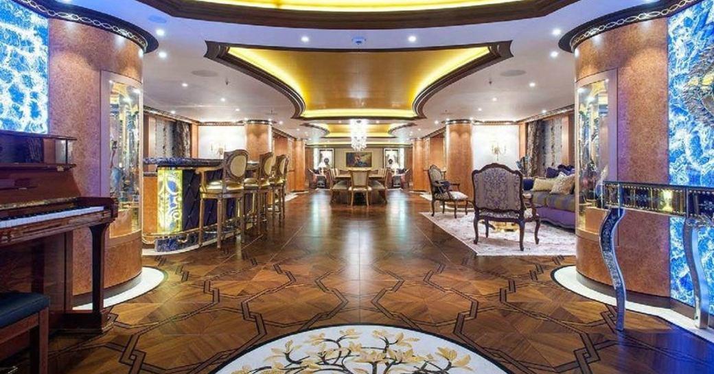 SUCCESSION yacht main salon