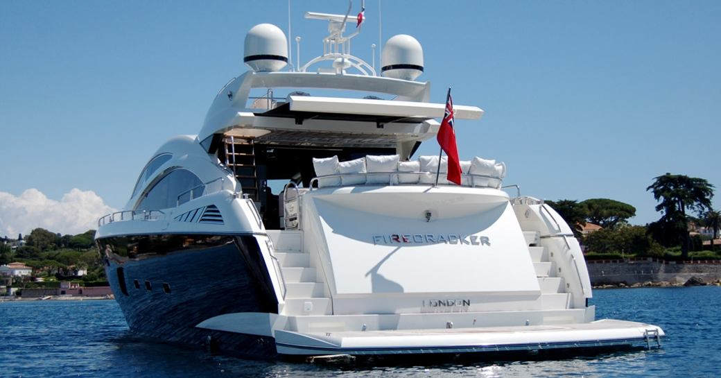 stern view of motor yacht FIRECRACKER with swim platform