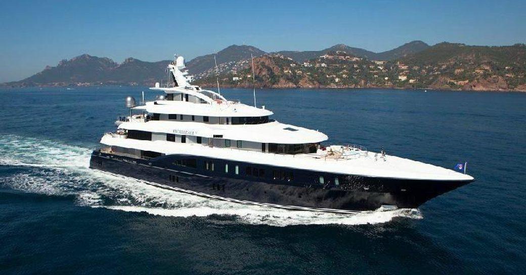 Superyacht 'EXCELLENCE V' Underway