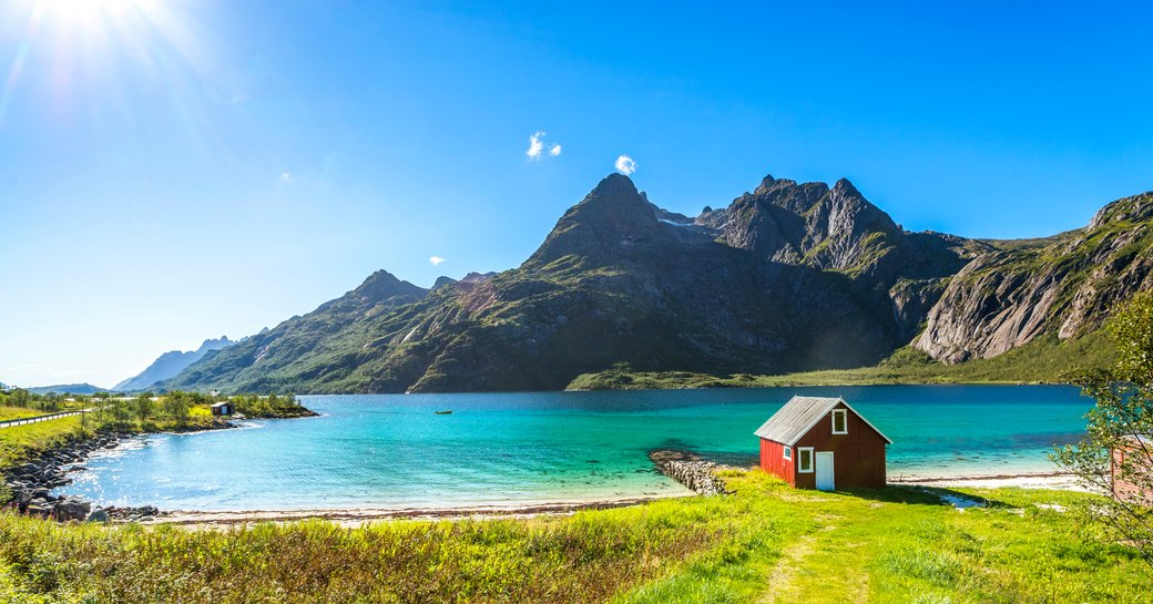 hytte norway by the sea
