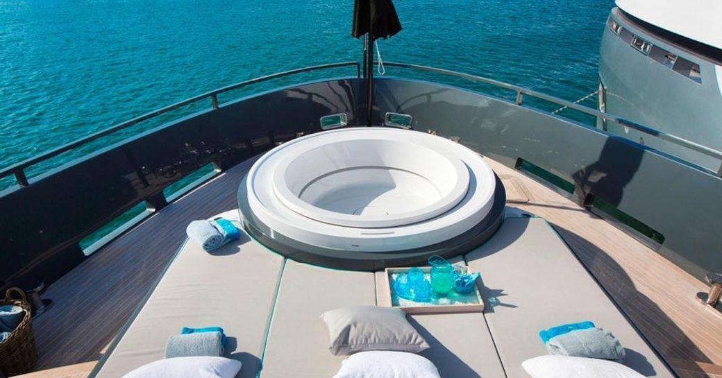 Jacuzzi on board the luxury charter yacht TORTOISE
