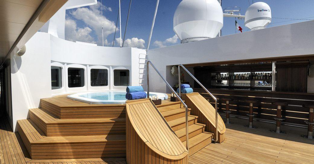 Jacuzzi pool on megayacht Lauren L with bar