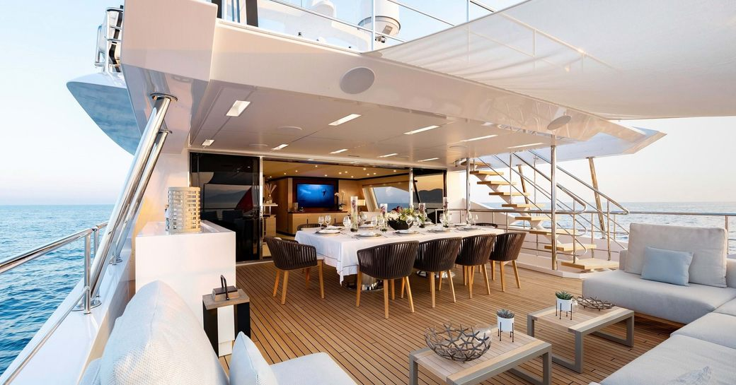 superyacht jacozami, alfresco seating area with shading