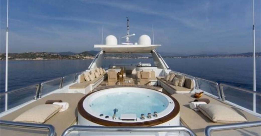 lady g ii yacht jacuzzi