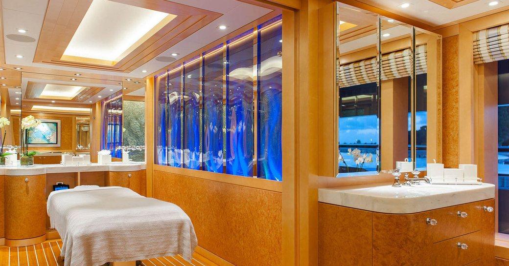 Superyacht Solandge massage table