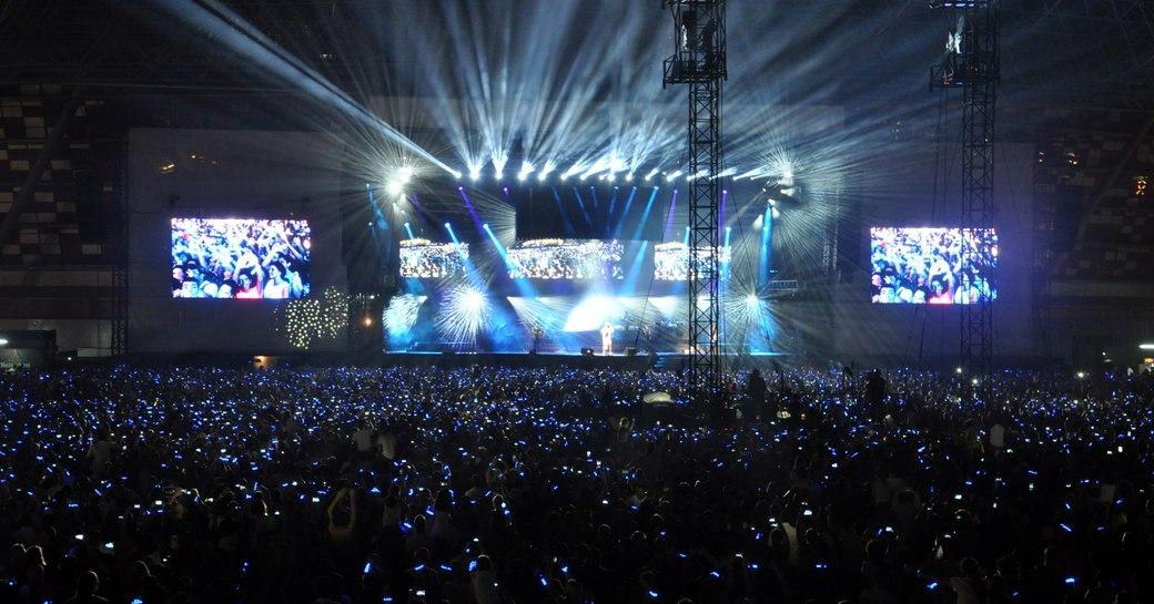 du arena light up on the final ebening of the abu dhabi grand prix 2019