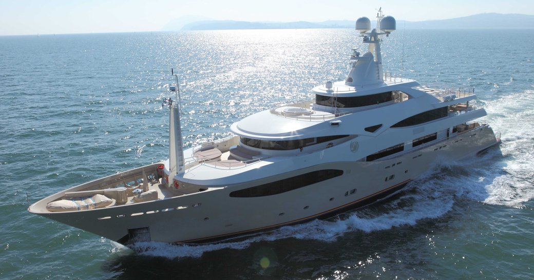 superyacht light holic underway