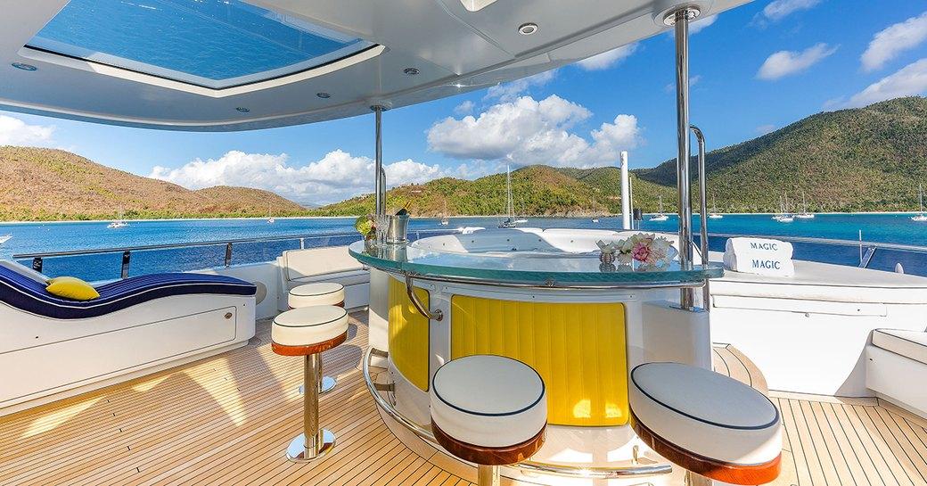 magic motor yacht bar