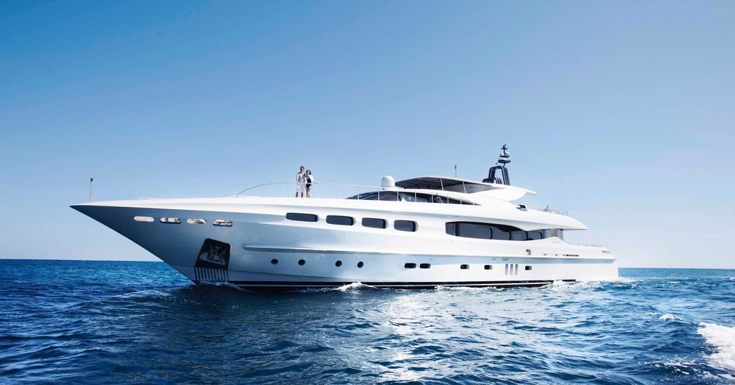 Infinity Pacific superyacht in the whitsunday islands