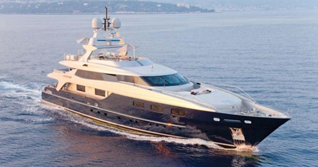 superyacht SOFIA 3 cruising in the french Riviera