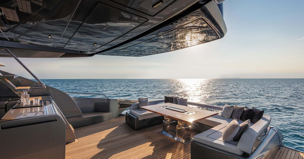 motor yacht gecua exterior spaces