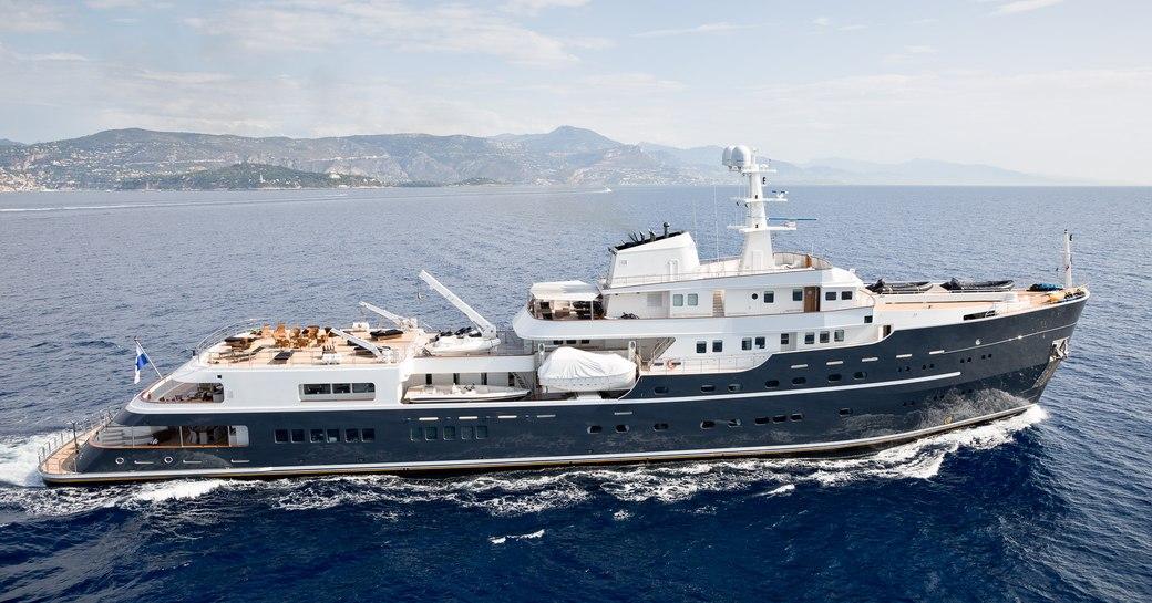 Charter yacht Legend