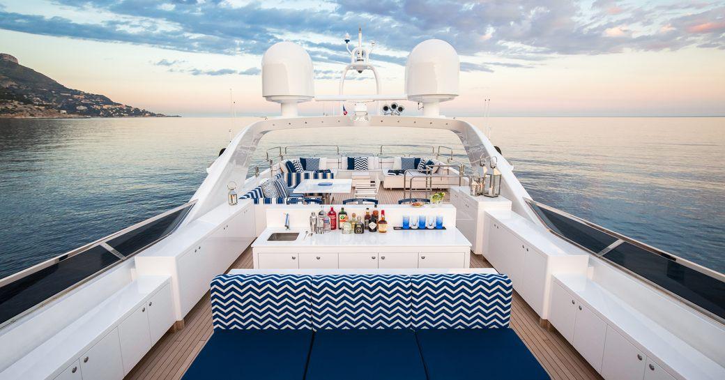 seating and bar areas on sundeck of motor yacht Da Vinci