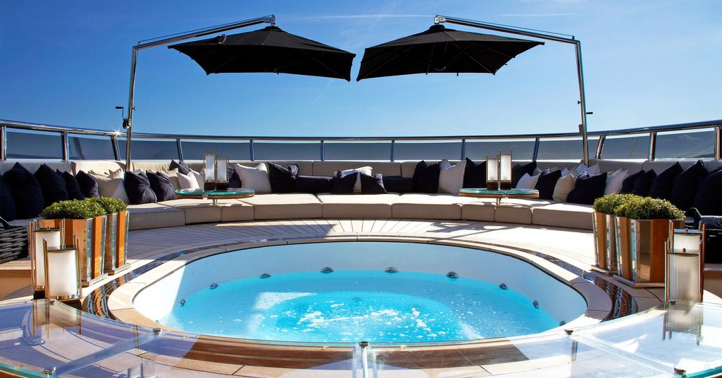 Superyacht Sealyon jacuzzi on deck