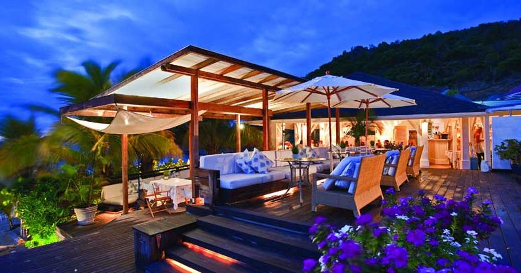 outdoor seating at Le Case de L'isle restaurant in St Barts