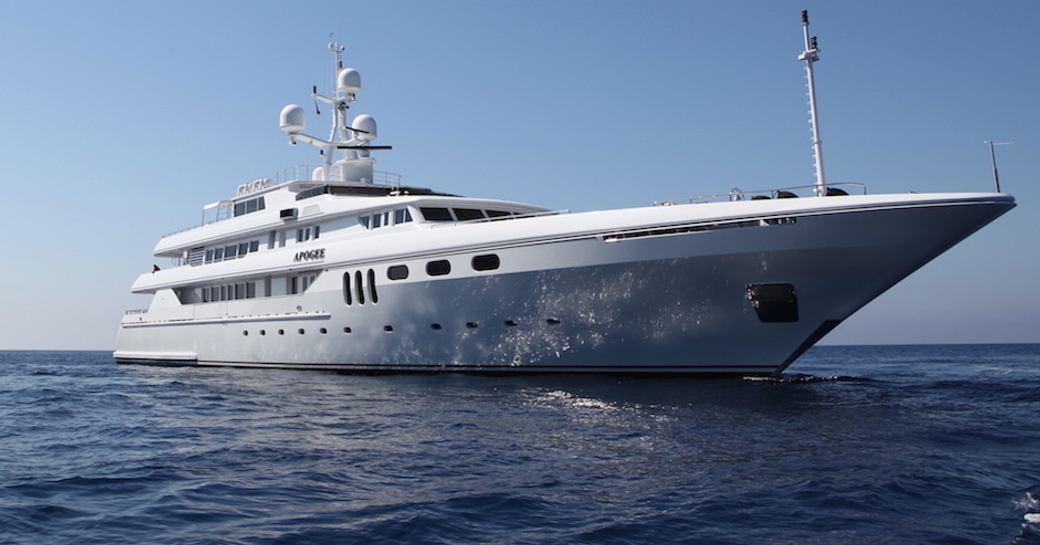 Motor yacht APOGEE underway