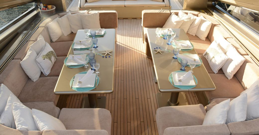 Motor yacht Tender To C-shaped sofas