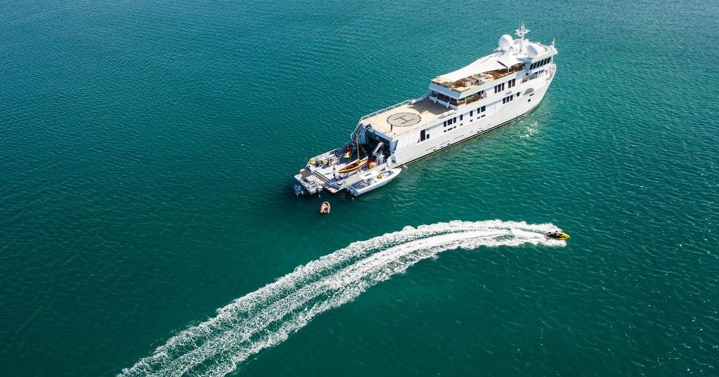 Charter Yacht SURI Provides Aid To Saint Martin photo 4
