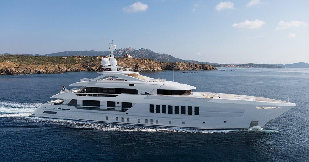 solemates yacht by heesen profile shot underway