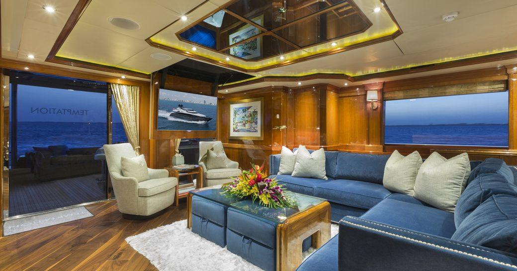 Main salon on-board motor yacht TEMPTATION