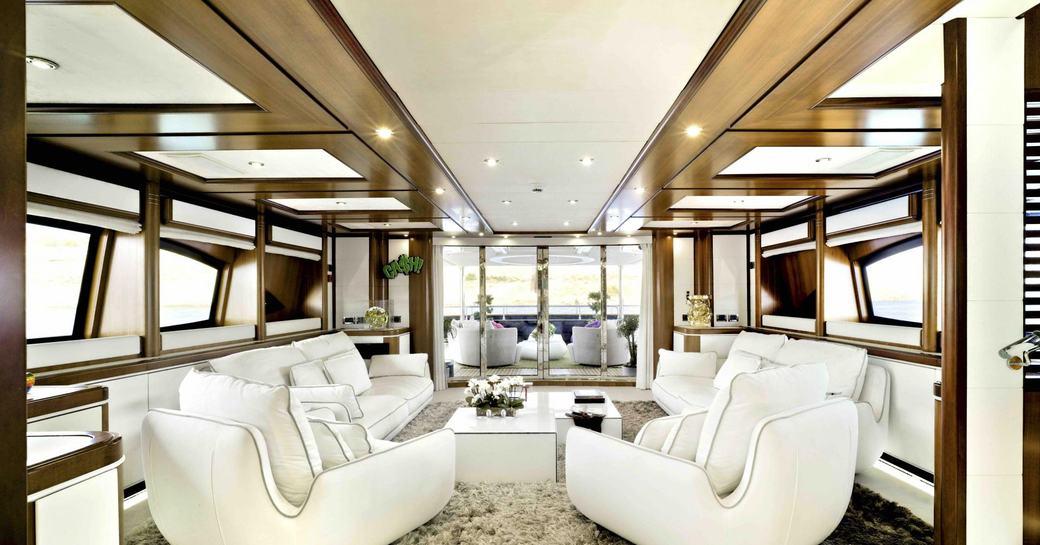 Charter yacht Bunker main salon