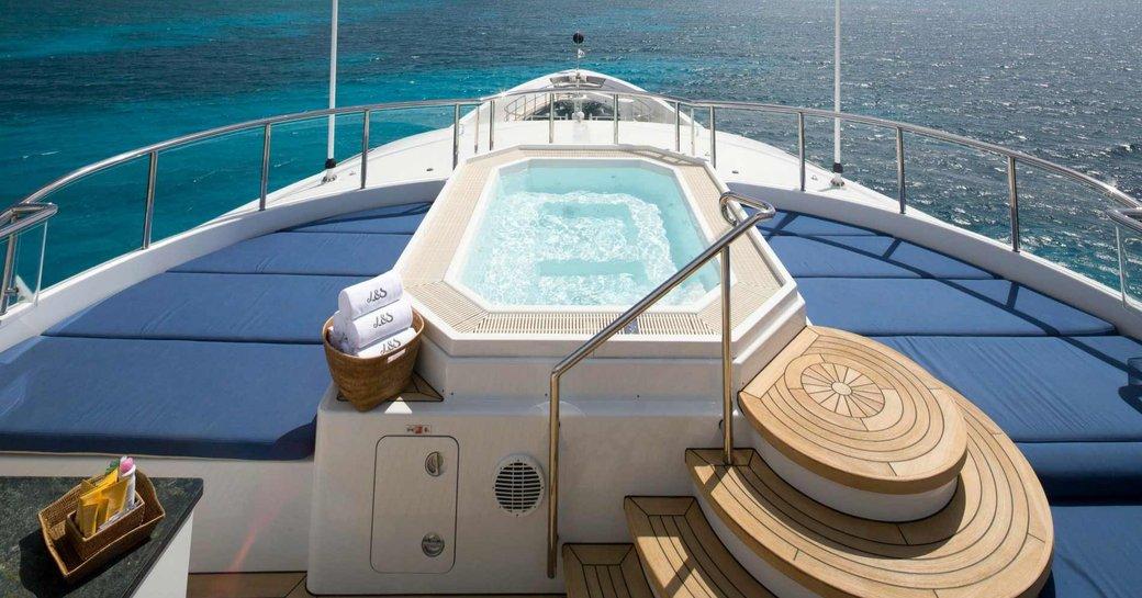 Motor yacht Elysian jacuzzi