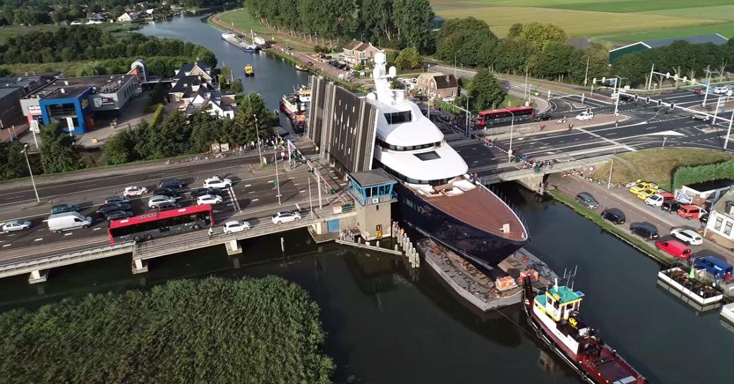 Feadship superyacht LONIAN going through bridge space on Dutch waterways
