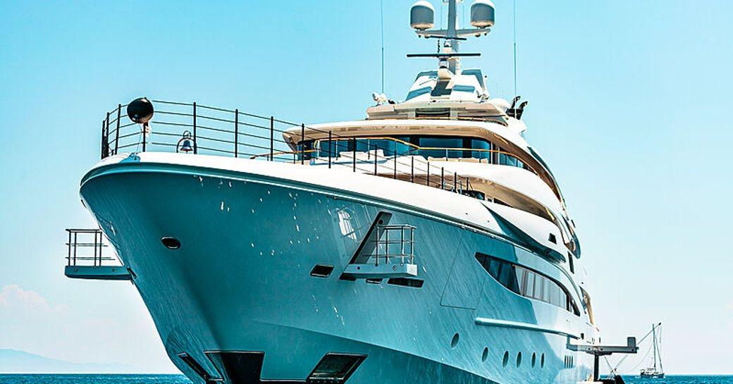 forward-facing-mimtee-yacht