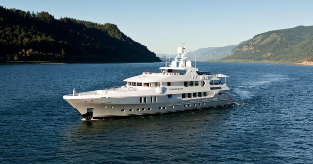 Superyacht Casseur underway