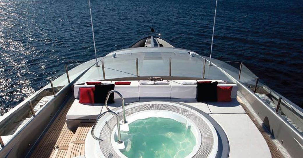 Superyacht SLIPSTREAM's deck jacuzzi