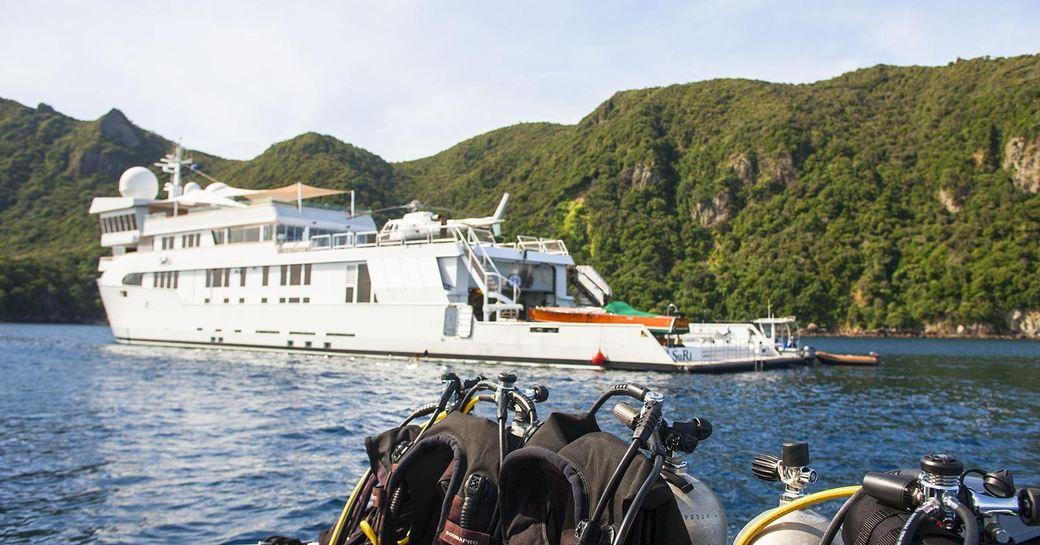 Superyacht Suri profile shot