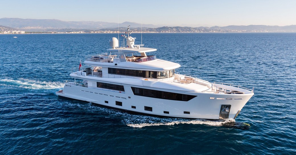charter yacht NARVALO cruises on a luxury yacht charter in the Caribbean