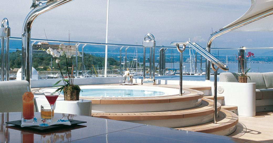 Jacuzzi and bar onboard MY Octopus