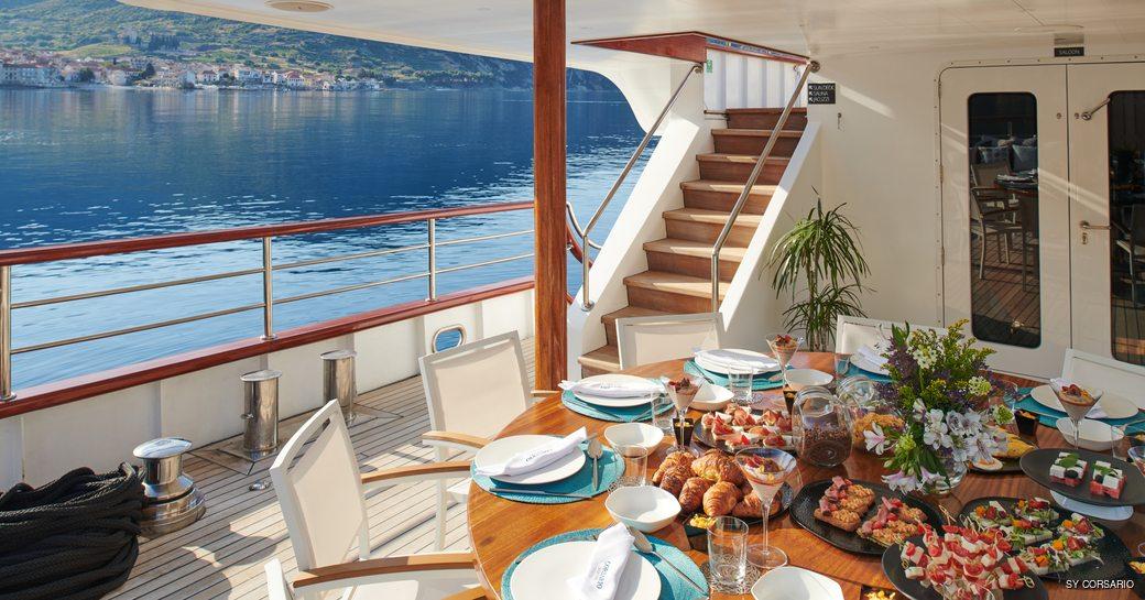 Alfresco dining onboard SY Corsario