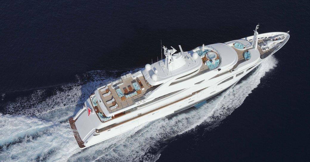 Luxury yacht Ramble On Rose cruising