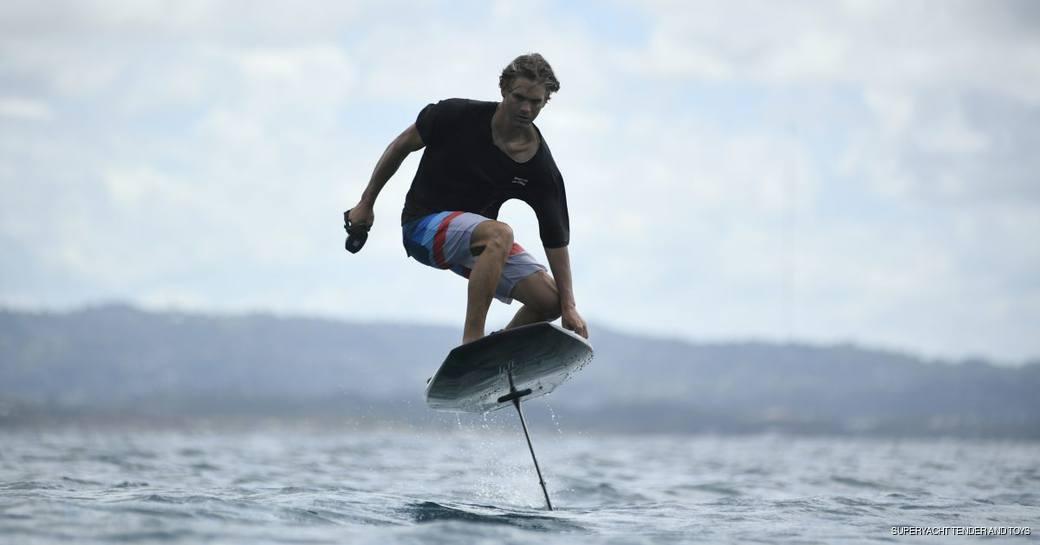 Full foiling surfboard