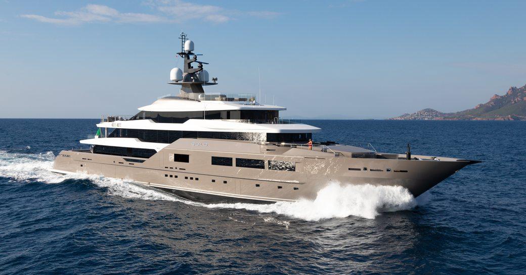 superyacht SOLO underway during a Mediterranean yacht charter