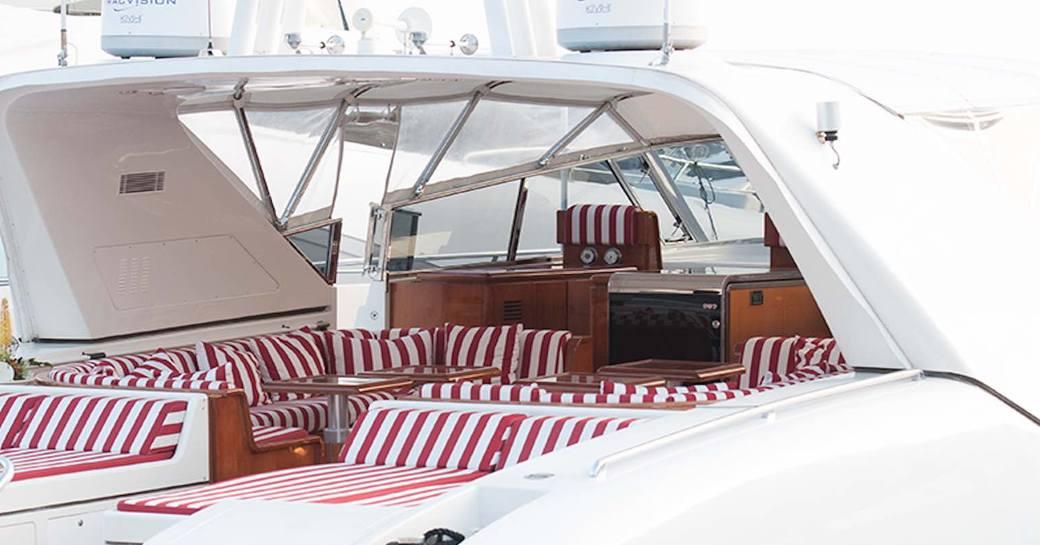 Minu Luisa motor yacht deck