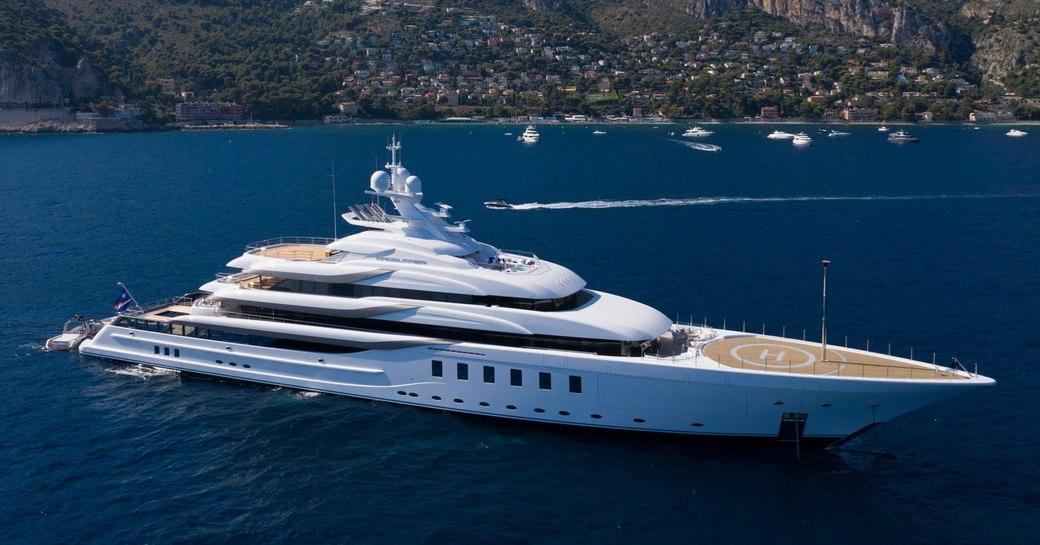 Side profile of MADSUMMER yacht