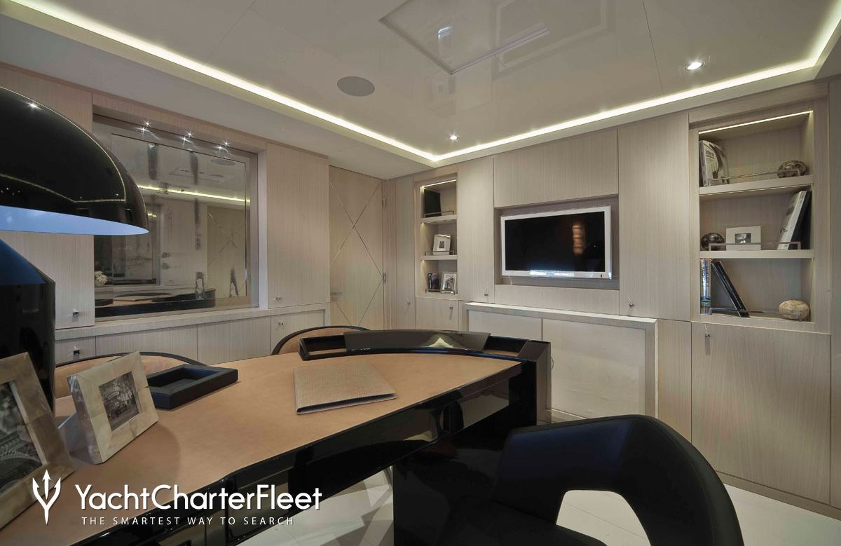 Light holic yacht charter price crn luxury yacht charter for Interior design 77379